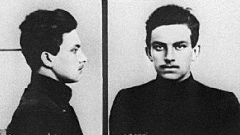 Маяковский в юности
