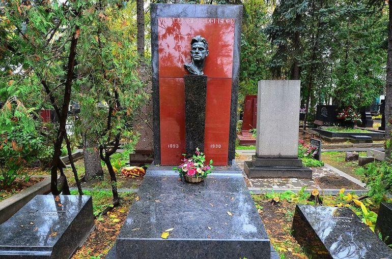 Могила Маяковского