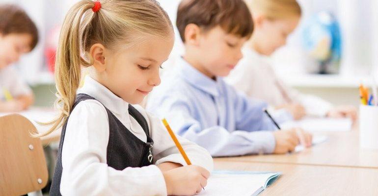 Ученики пишут сочинения