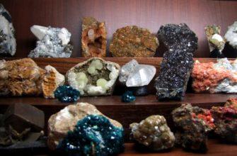 На какие группы делятся полезные ископаемые